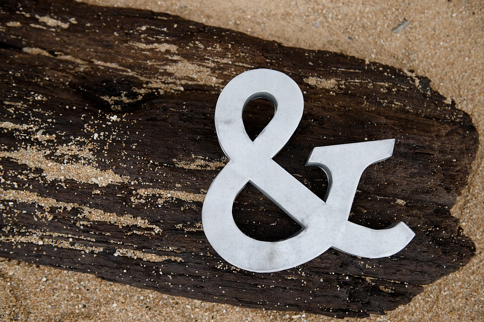 Picture of ampersand symbol